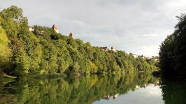 Blick vom Wöhrlsee (Freibad) hinauf zur Burg