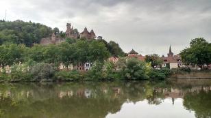 Der Main und die Burg Wertheim