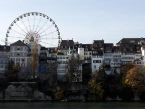 Eng stehen die alten Häuser am Rheinufer beieinander