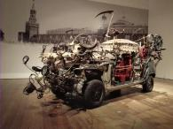 Dieses Fahrzeug hat Tinguely schon auf dem Roten Platz vorgeführt
