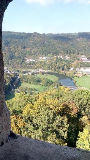 Blick vom Bergfried in das Lahntal