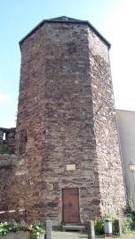 """Der """"Graue Turm"""", Teil der alten Stadtmauer, früher als Gefängnis und Folterkammer genutzt"""