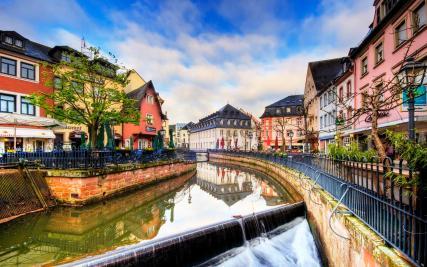 Die Leuk fließt durch die Altstadt (Foto: von Wolfgang Staudt | http://commons.wikimedia.org | Lizenz: CC BY-SA 3.0 DE)