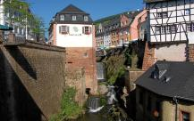 Der Wasserfall der Leuk im Stadtzentrum (Foto: Berthold Werner   http://commons.wikimedia.org   Lizenz: CC BY-SA 3.0 DE)