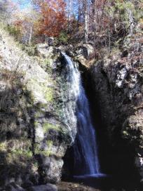 Die oberste Fallstufe gleich unterhalb des Ortes Todtnauberg