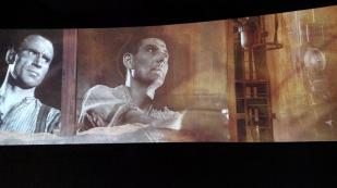 Eine Multimedia-Show zeigt die Geschichte der Hütte