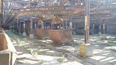 Kohleloren für den Transport des Materials zu den Hochöfen