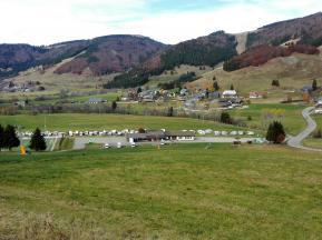 Womo-Stellplatz und Winter-Camper am Sportplatz von Bernau-Dorf