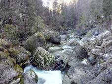Abfluss der Weißach Richtung Tal