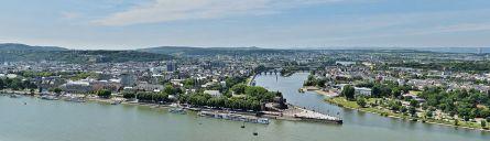 Blick hinunter zum Deutschen Eck, wo die Mosel in den Rhein mündet