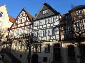 Fachwerkhäuser auf dem Weg hinauf in die Altstadt