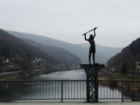 Auf der Neckarbrücke in Eberbach