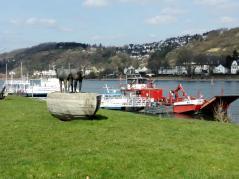 Denkmal für die Treidelpferde auf dem Rhein bei Kripp