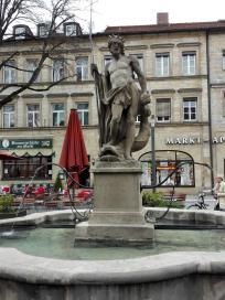 Herkulesbrunnen am Markt