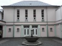 Schöne schlichte Architektur: Gemeindehaus der evangelischen Kirche