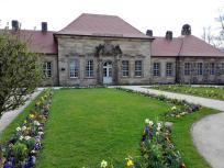 Fassade des Neuen Schloss im Park