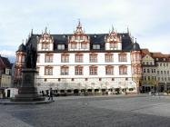 Stadthaus von Coburg mit Prinz-Albert-Denkmal