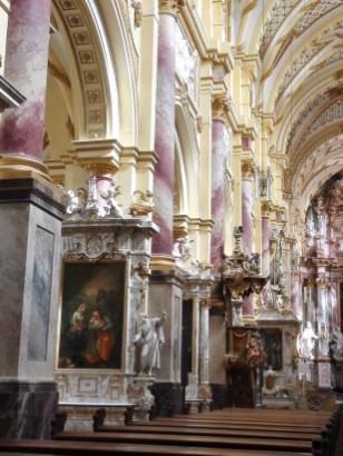 Heiligenbilder und -skulpturen