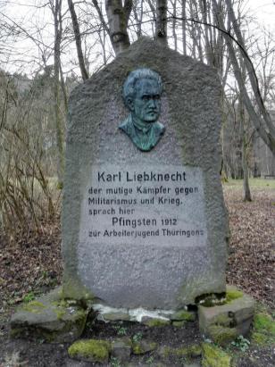 Denkmal für Karl Liebknecht aus DDR-Zeiten im Stadtpark