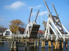 Greifswald: Historische Klappbrücke im Ortsteil Wieck