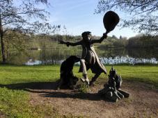 Das Rumpelstilzchen: Figur am Erholungspark in Hünfeld