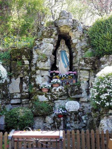 Mariengrotte am Fuß der Ruine Haselstein