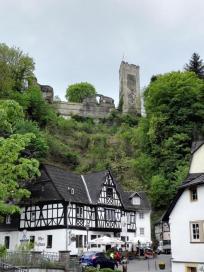 Hoch über dem Ort: Burg Grenzau
