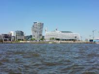 Blick in die Neue Hafen-City vom Wasser