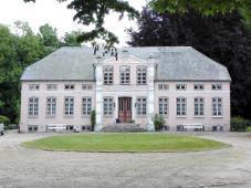 Wohngebäude eines großen Hofes in Unewatt