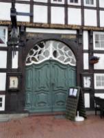 Prächtiges Eingangsportal an einem historischen Gebäude
