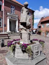 Brunnen vor dem Plöner Rathaus