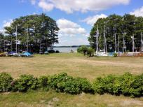Blick vom Wohnmobil auf den See