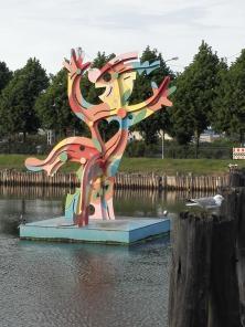 Begrüßungsskulptur im alten Hafen von Warnemünde
