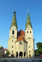 Die Stadtpfarrkirche St. Walburga (Foto: Bbb | http://commons.wikimedia.org | Lizenz: CC BY-SA 3.0 DE)