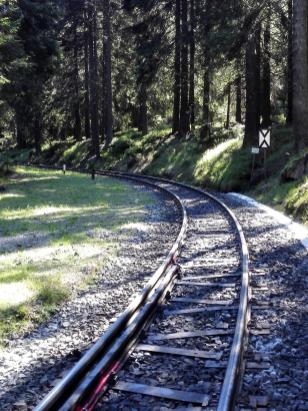 Wir passieren die Gleise der Brockenbahn