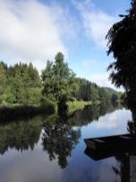 Vor dem Stauwehr an der Aumühle ist der Fluss ganz ruhig