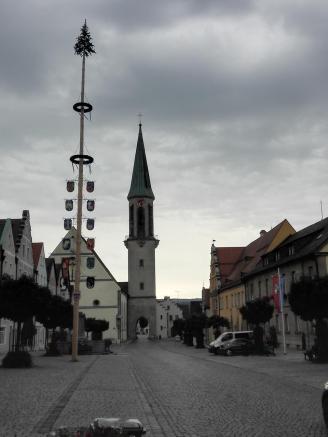 Stadtplatz mit der Pfarrkirche Mariä Himmelfahrt