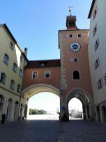 Das Stadttor an der Steinernen Brücke, Blick stadtauswärts