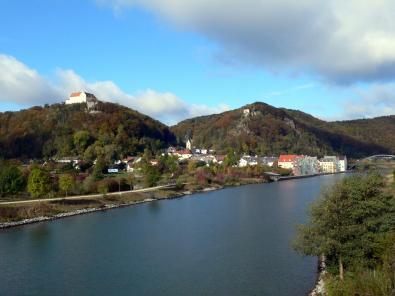 Riedburg im Altmühltal am Fuße der Rosenburg und der beiden Ruinen Rabenstein und Tachenstein