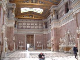 Das Innere der Walhalla (Foto: Tim Meuter   http://commons.wikimedia.org   Lizenz: CC BY-SA 3.0 DE)