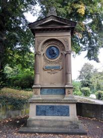Denkmal für Justinus Kerner, der als Oberamtsarzt 1819 nach Weinsberg kam und den weiteren Verfall der Burg verhinderte