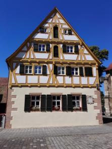 Protestantisches Pfarrhaus an der Kirche