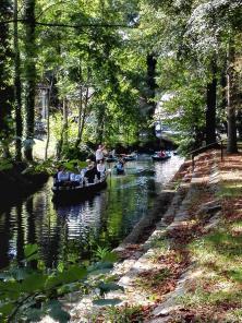 Auf den größeren Kanälen herrscht reger Bootsverkehr