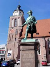 Fürst-Leopold-Denkmal vor der Marienkirche