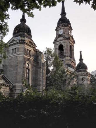 Die seit dem Zweiten Weltkrieg nur noch als Ruine erhaltene Trinitatiskirche