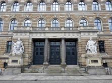 Fassade und Portal des Landgerichts