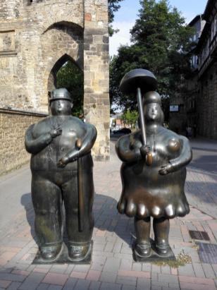 Skulptur von Fernando Botero, Kolumbien, neben der Stadtkirche