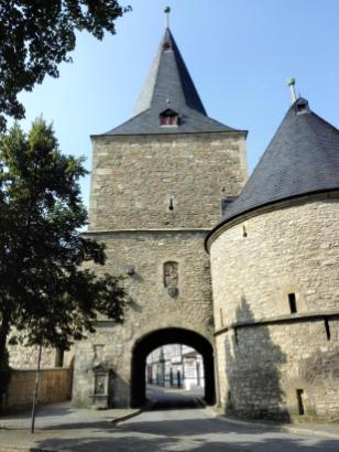 Breites Tor mit Zwinger