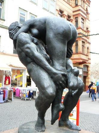 """Skulptur """"Großes Paar"""" von Bernd Göbel (Foto: dierk schaefer   http://commons.wikimedia.org   Lizenz: CC BY-SA 3.0 DE)"""