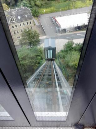 Achtung, der Aufzug kommt
